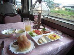 人気観光列車で行く初夏の北海道(テレビ東京旅番組的タイトル)